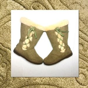 BearPaw Suede Embossed Khaki Sheep Wool Boots
